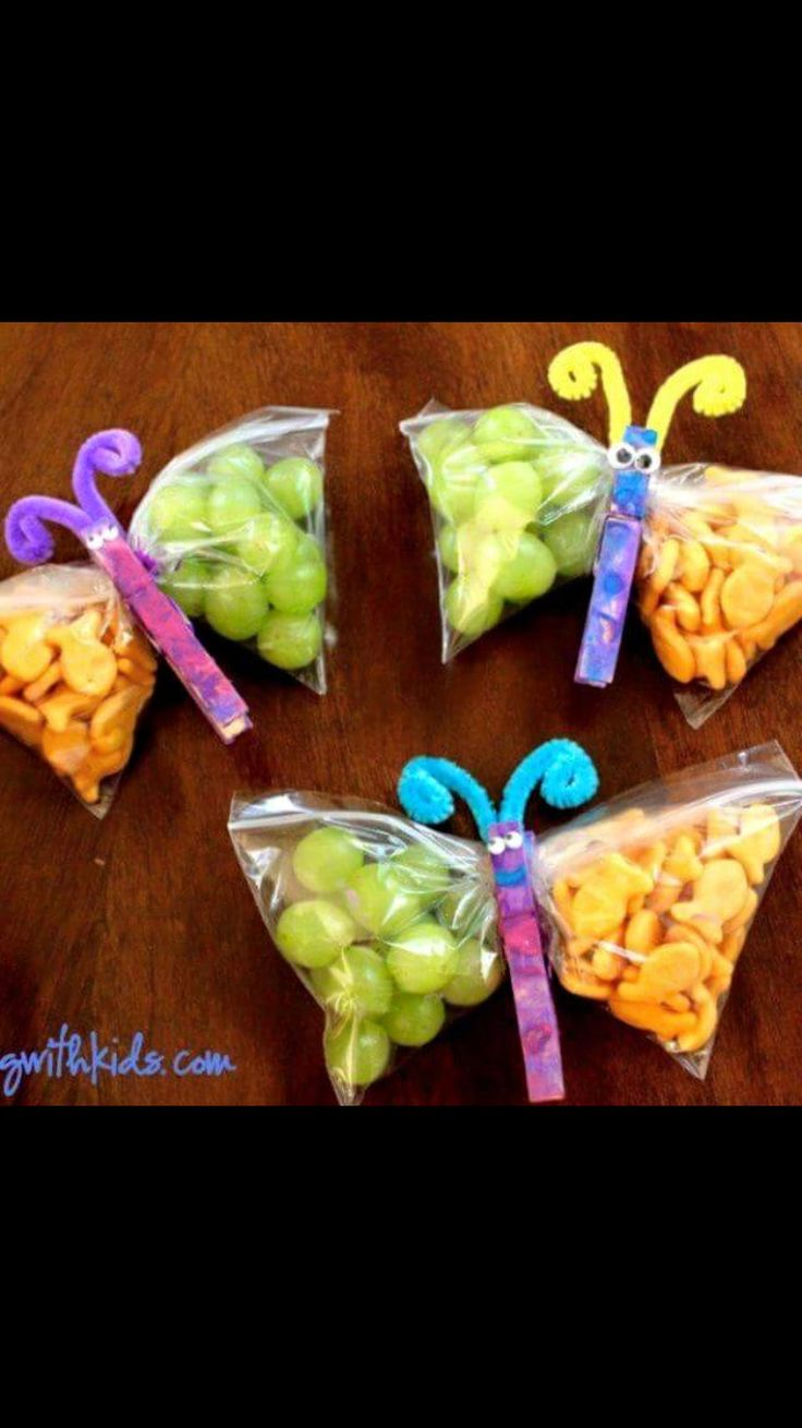 Fun way for a mother to pack two chosen snacks. WHAT YOU NEED: Ziploc bag and a clothes pin creatively decorated