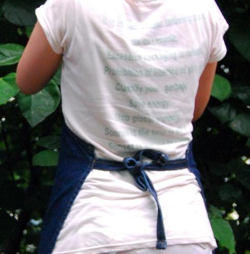Tela de peso medio Hermoso diseño Hecho de peso medio lino con un gran bolsillo frontal. Para la cocina, jardín, sala de arte o un regalo con estilo. Mejor Quility A +++ Stock limitado! ▶Size H:80 cm = 31.5 ---Una talla para todos--- ▶ Contenido en fibra Algodón 100% >> envío -Le enviaremos su pedido dentro de 4 días por correo aéreo del poste. -Tendrá 10 ~ 14 días después del envío. >> en contacto con nosotros -Celular: + 82.10.4855.1823 >> envío -Le env...