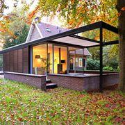 Uitbouw van een villa in staal, glas en hout  door Arch. Wil Bongers