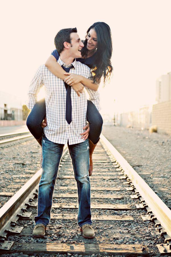 правильные позиции для фото пары в поезде наше