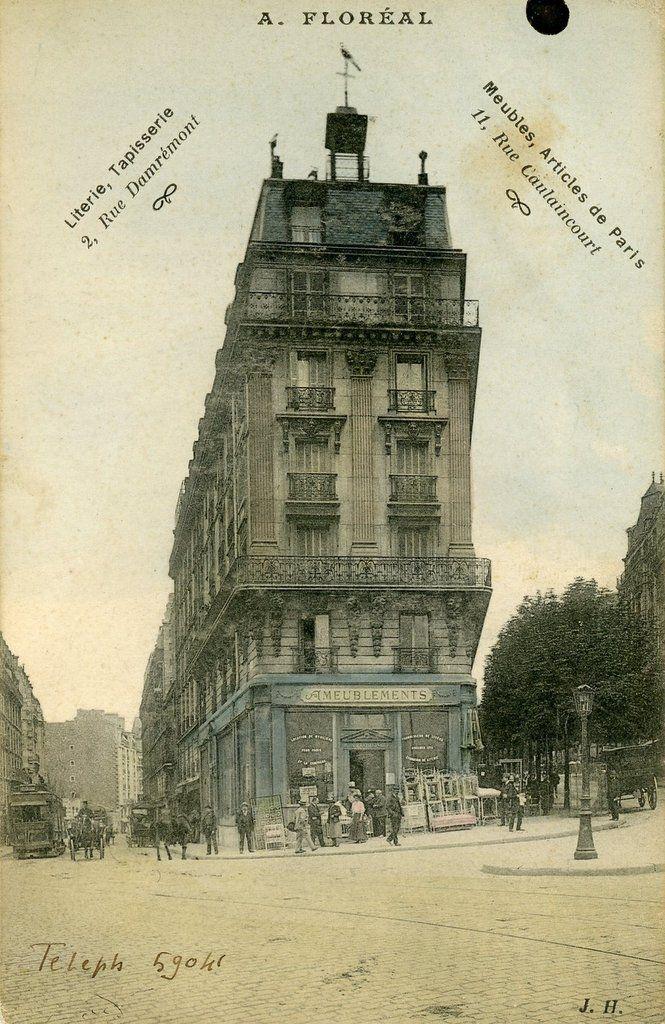 La rue Damrémont commence à ce carrefour et finit rue Belliard. Elle est donc assez longue (1130 mètres). Sur la gauche de la carte, rue Joseph de Maistre, on devine le cimetière Montmartre.