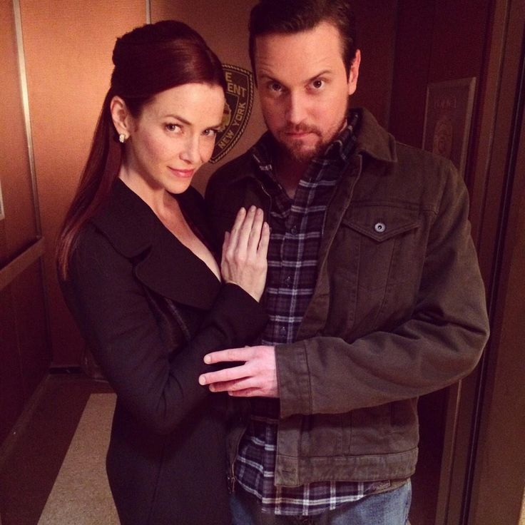 Annie Wersching and Michael Mosley bts of Castle - Their characters creep me out!