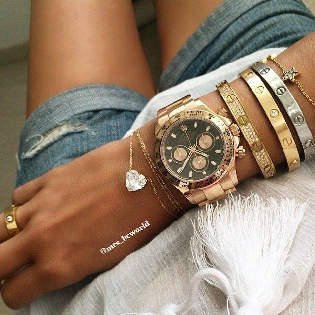 Relógio com combinações de pulseiras