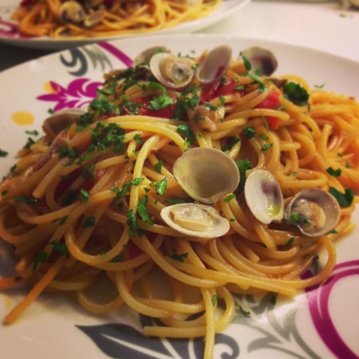 Spaghetti alle vongole con pomodorini vesuviani