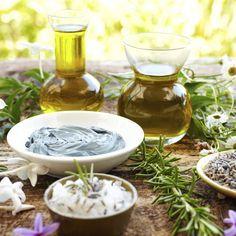 Utilize o poder das ervas a seu favor e limpe sua casa das más energias e más intenções que lhe possam desejar.