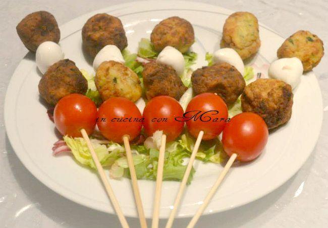 Polpettine di zucchine, ricetta finger food | in cucina con Mara
