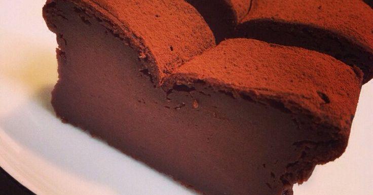 主な材料は豆腐。バター不使用でヘルシーなのに、ビターでとってもしっとり本格的な濃厚ガトーショコラが完成。