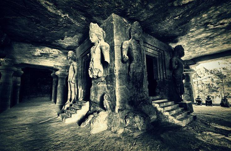 Traverse through the Arabian Sea to explore the Elephanta Caves | Padhaaro