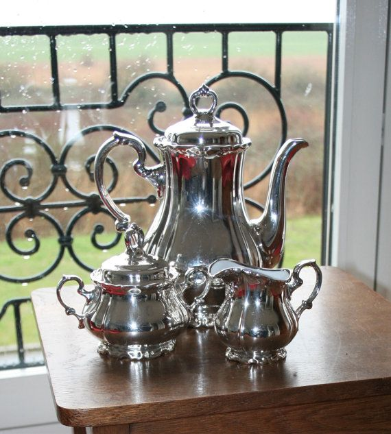 Victorian looking Silver Plate Porcelain Tea Set door HomiArticles