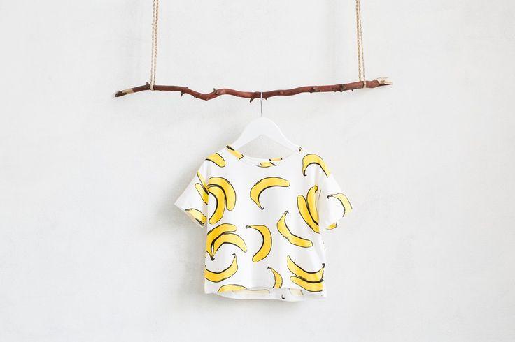 Задорный бананы, свободный силуэт, натуральная ткань. Отлично сочетается с желтыми шортами с плетеный ремешком. (Смотрите в разделе шорты) Состав: 100% хлопок.