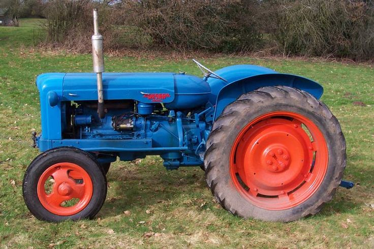 A tractor i wish to own one day because its what my grandad used to have.  Fordson Major