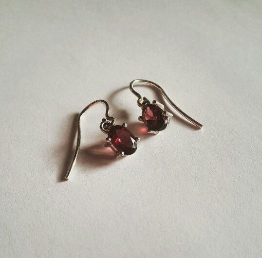 Silver sterling and garnet earrings #gemstone #jewelry #joyas #wedding #boda #invitada #fiesta #earring #style #fashion #necklace #chain #accesories #accesorios #esmahalima
