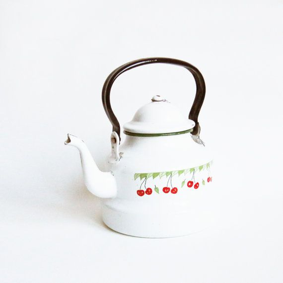 Coffee pot with a frieze depicting cherries di DITM su Etsy, €25.00