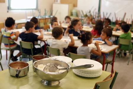 Escuelas y familias exigen becas de comedor más justas y mejor dotadas