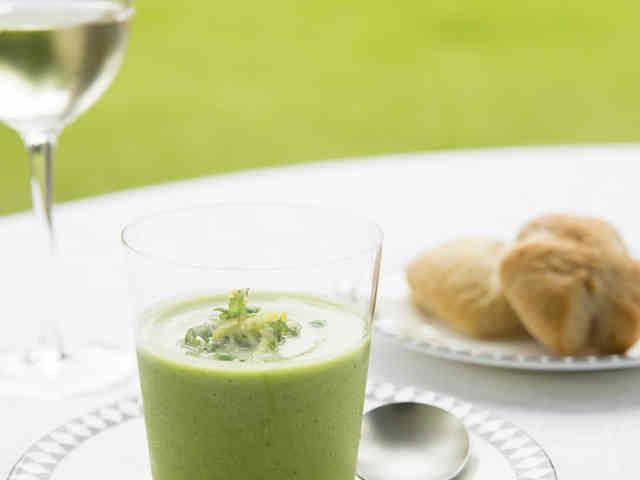 グリーンピースとズッキーニのスープの画像