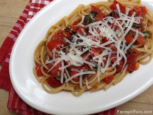 Farmgirl Fare: Recipe: No-Cook Fresh Tomato Pasta Sauce with Basil, Capers, and Kalamata Olives