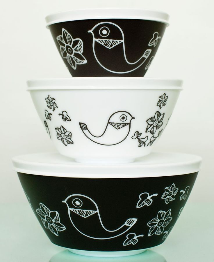 Give your kitchen a retro look with these Birds of a Feather mixing bowls. The 6-pc. set is part of the Pyrex Vintage Charm line designed to appeal to collectors as well as contemporary cooks who love