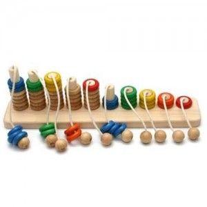 Kolejna zabawka, pięknie wykonana dla maluszków od 1,5 roku z polskiego drewna. Liczydło, które uczy liczyć.   Bajo 38210 - Drewniana, Edukacyjna Piramida Liczydło 1-10  Dwa w jednym, liczydło z elementami zręcznościowymi. Dziesięć rzędów kolorowych okręgów ułożonych od jednego do dziesięciu.   Nie przegapcie