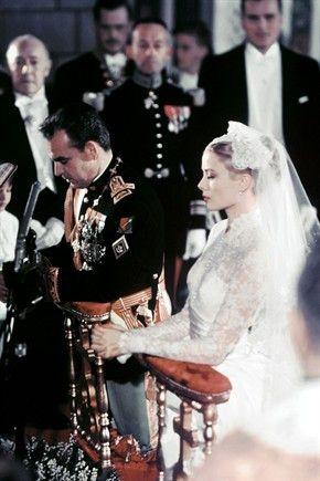 Il 19 Aprile 1956 viene officiato il rito religioso presso la Cattedrale di San Nicola