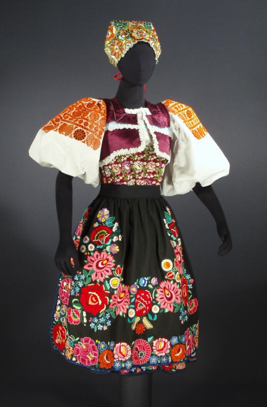 Kroj  I love black skirts and aprons, and this embroidery is fantastic!