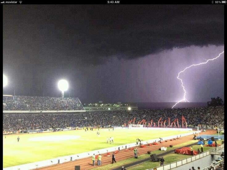 asi se veía la tormenta que azoto ayer en el estadio tecnologico de monterrey, en el partido de semifinal entre monterrey vs america