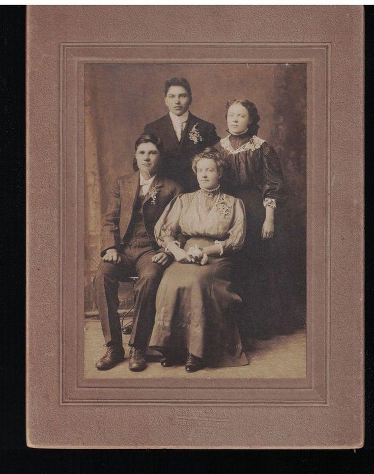 Albert Lea Minnesota Family of Four Formal Circa 1900 Studio Portrait Photograph