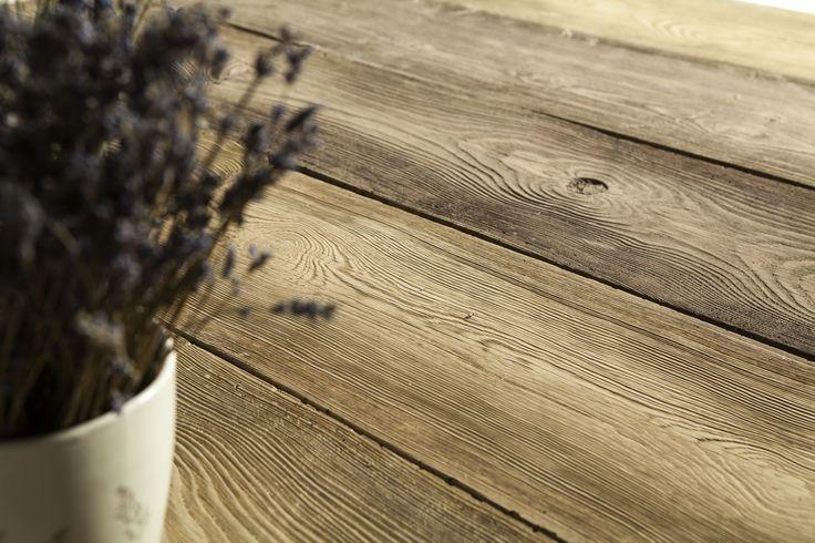 Deska betonowa Polbruk Lira o wyjątkowo ciekawej fakturze - naturalnego drewna. Jeśli ktoś myślał dotąd, że beton i drewno nie idą ze sobą w parze, oto dowód na to, że to nieprawda. www.polbruk.pl
