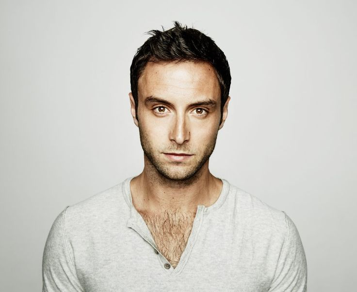 """Watch: Måns Zelmerlöw performs """"Heroes"""" live at Eurovision In Concert"""
