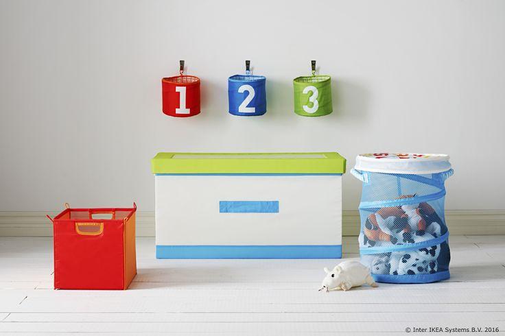 Volimo igru i zabavu, a kad igračke treba dovesti u red, tu je KUSINER košara za odlaganje. www.IKEA.hr/KUSINER_kosara