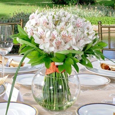 Centro de mesa de Alstroemerias blancas