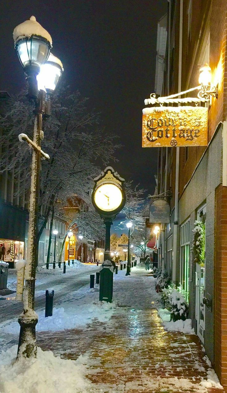Salem, Massachusetts in winter / Old Salem shops (With ...