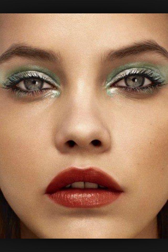 Green metallic eyes