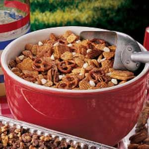 Cinnamon Snack Mix Recipe - looks like a yummy one to try for the fall