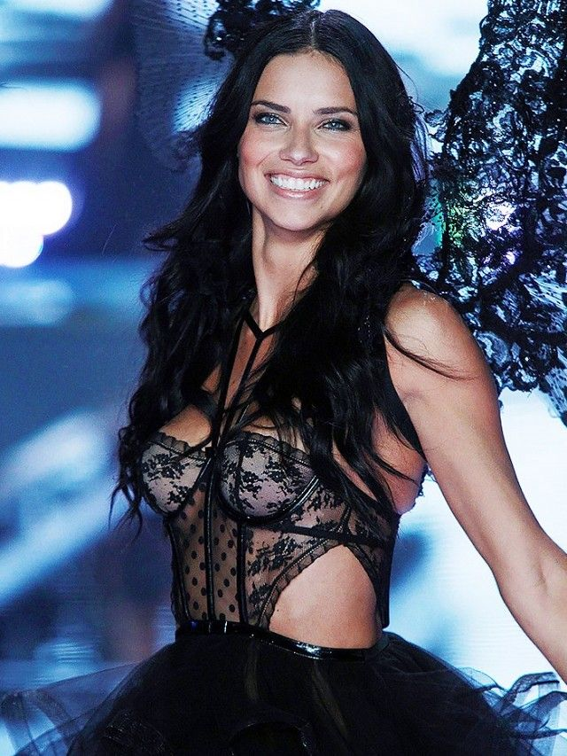 You Ll Never Guess How These Victoria S Secret Models Got Discovered Adriana Lima Angel Wings
