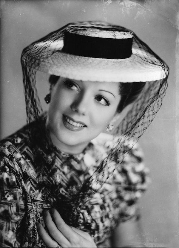 Mostre imperdibili. Quando i divi erano in bianco e nero. Le foto di Manlio Villoresi, a Roma Laura Adani-1945 circa – DaringToDo.com