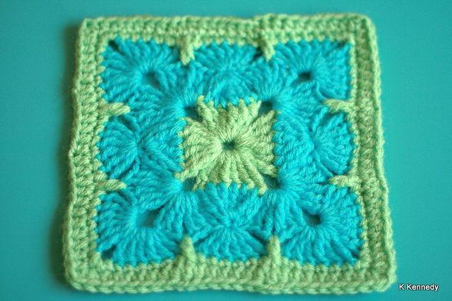 granny square: Crochet Motif Pattern, Crochet Blankets, Pretty Squares, Crochet Granny Squares, Crochet Green Blankets, Crochet Squares, Blue Block, Pretty Granny, Crochet Knits