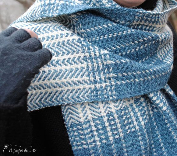 Handwoven scarf with beautiful winter colors by Atelier Faggi Italy - #weaving #weaving-techniques #handweaving #atelierfaggi