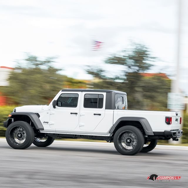 This Thing Does Look Good Rolling 2 5 Rough Country Lift Kit W 22x12 Axe Wheels 35x12 50r22 Nitto Ridge Grap Jeep Gladiator Nitto Ridge Grappler Lift Kits