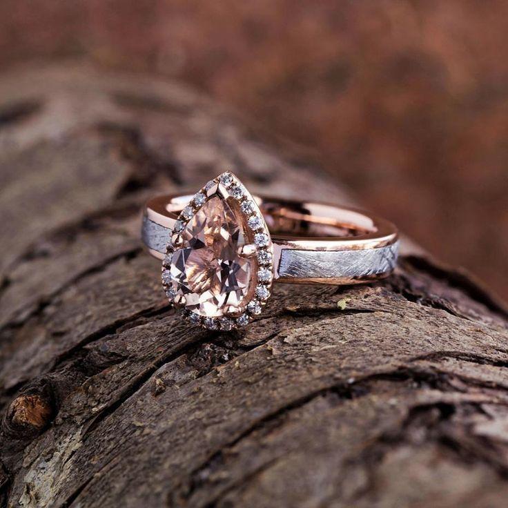 "Wedding Chicks® (@weddingchicks) en Instagram: ""Prepare to dazzle.✨We are in love with @jewelrybyjohan's teardrop engagement ring!!! 💍👰 #Love…"""