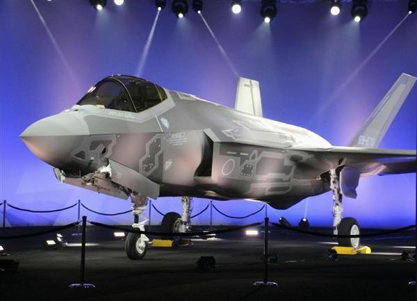 ロッキード・マーチン社の工場で初公開された航空自衛隊向けのF35=23日、米テキサス州フォートワース(共同)