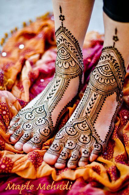 awesome layout!!  Henna bridal feet