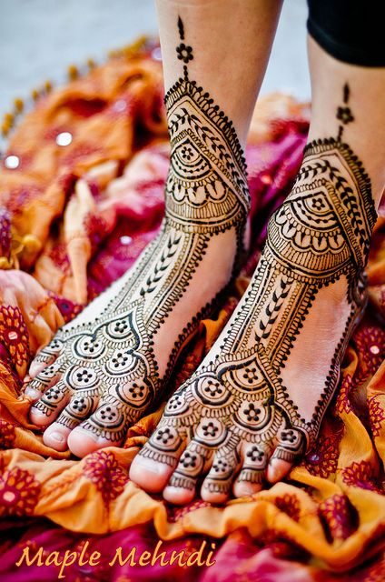 awesome layout!! Henna bridal feet Check out more desings at: http://www.mehndiequalshenna.com/