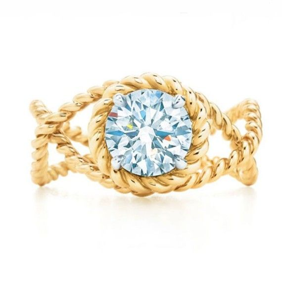 Anillo de diamante engarzado en cuerdas de oro entrelazado, de Tiffany& Co.