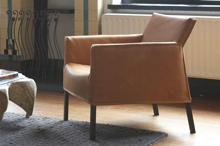 De #Label Coppola fauteuil. Deze #fauteuil is het grote broertje van de Fellini #eetkamerstoel. Ook de Coppola is voorzien van een beweegbare rug zodat u eenvoudig de perfecte zithouding kunt vinden. De diepe en ruime zit zorgen voor bewegingsvrijheid. De fauteuil lijkt op een #regisseursstoel en dankt zijn naam dan ook aan de beroemde regisseur Francis Ford Coppola. #GilsingWonen #design #wooninspiratie