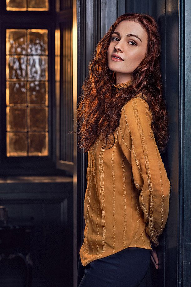 The wait is over, Outlander fans: Starz has finally found the young woman who will play the daughter of Jamie and Claire.  Newcomer Sophie Skelton has been cast to play Brianna in the series adapted from Diana Gabaldon's best-selling books, EW has learned. For those who don't know the character, Brianna is described as a striking, redheaded young woman who is strong-minded and intelligent beyond her years.  More importantly, she's the daughter of Claire (Cai...