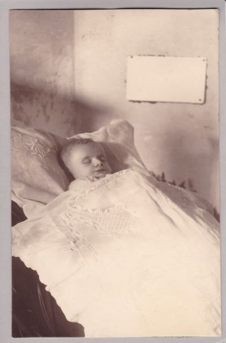 Antique-Post-Mortem-Photograph-Of-Baby-Funeral-Mourning-Memento-Mori