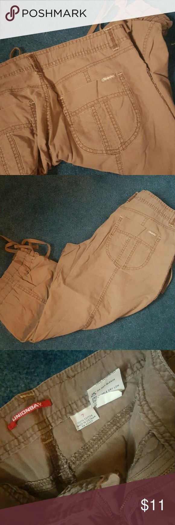 Union Bay kaki Capri Cute, light weight, comfy, Capri. Barely worn. UNIONBAY Pants Capris