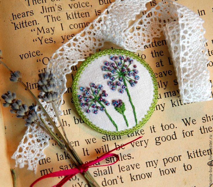 """Купить Вышитая бисером брошь """"Аллиум"""" - сиреневый, зеленый, брошь цветок, цветы, сиреневые цве"""