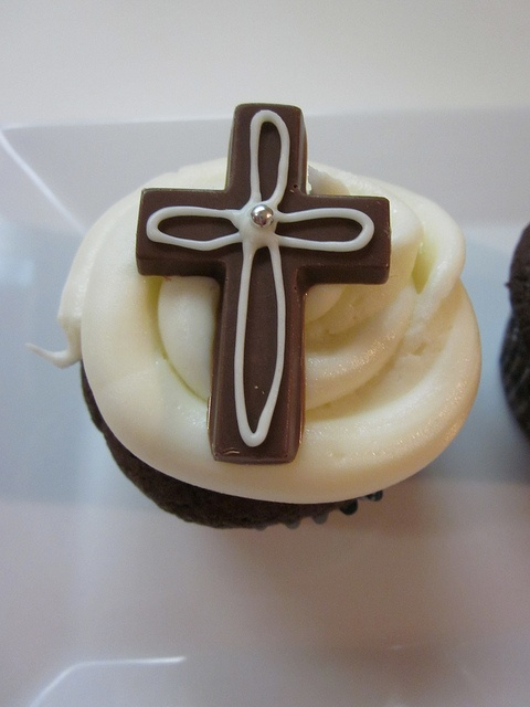 First Communion cupcakes - simple and pretty