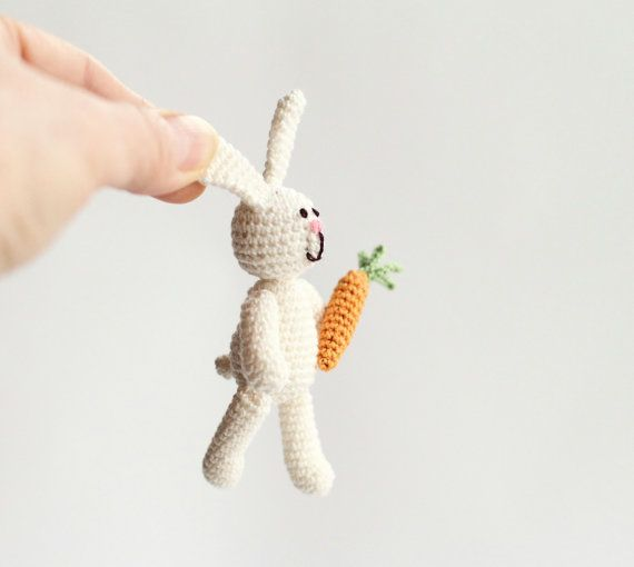 Easter Crochet Miniature Rabbito on Etsy. Cute!Milk Rabbit, Crochet Miniatures, Knits Crochet, Crochet Art, Miniatures Rabbito, Pâques, Miniatures White, Easter Crochet, Art Dolls
